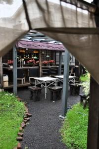 田舎_バーのある庭