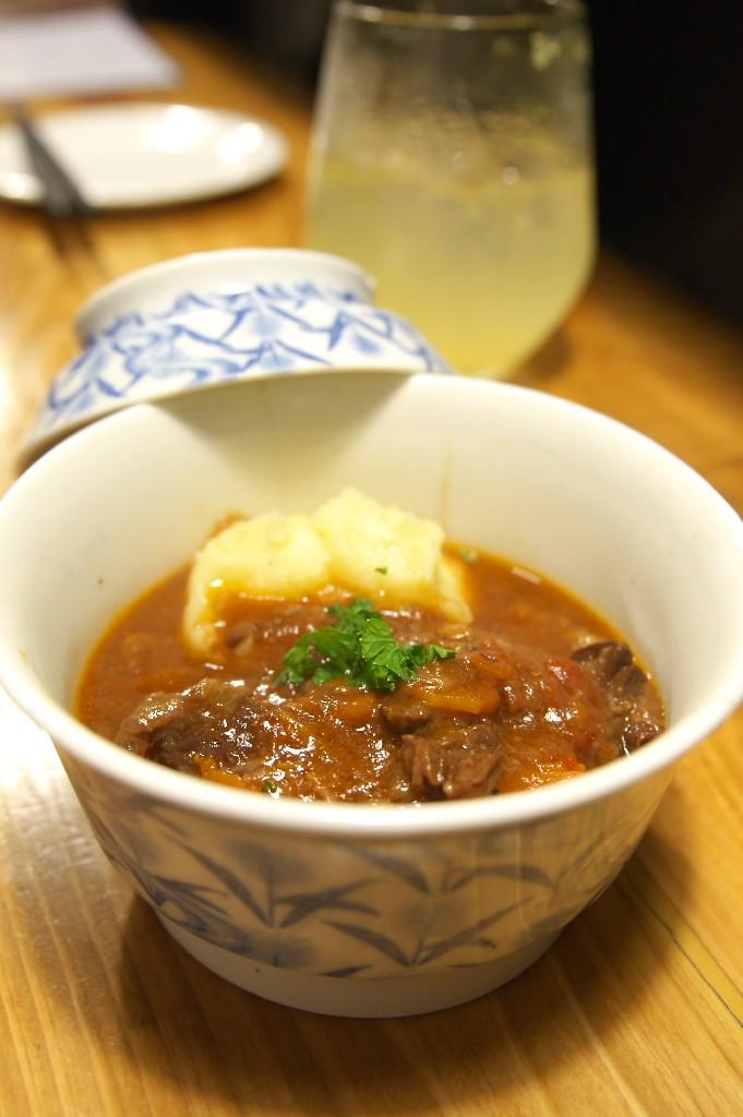 たけうま食堂_牛すじのトマト味噌煮