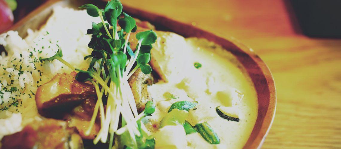 Curry & Bar Lounge Pivot